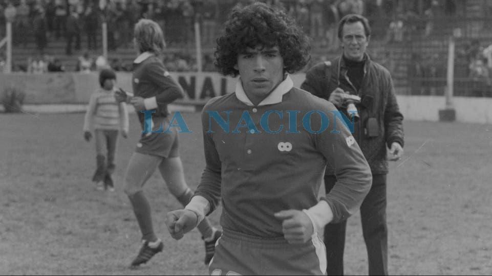 7-8-1977: a punto de comenzar un partido ante Boca en la cancha de Huracán.. Foto: LA NACION