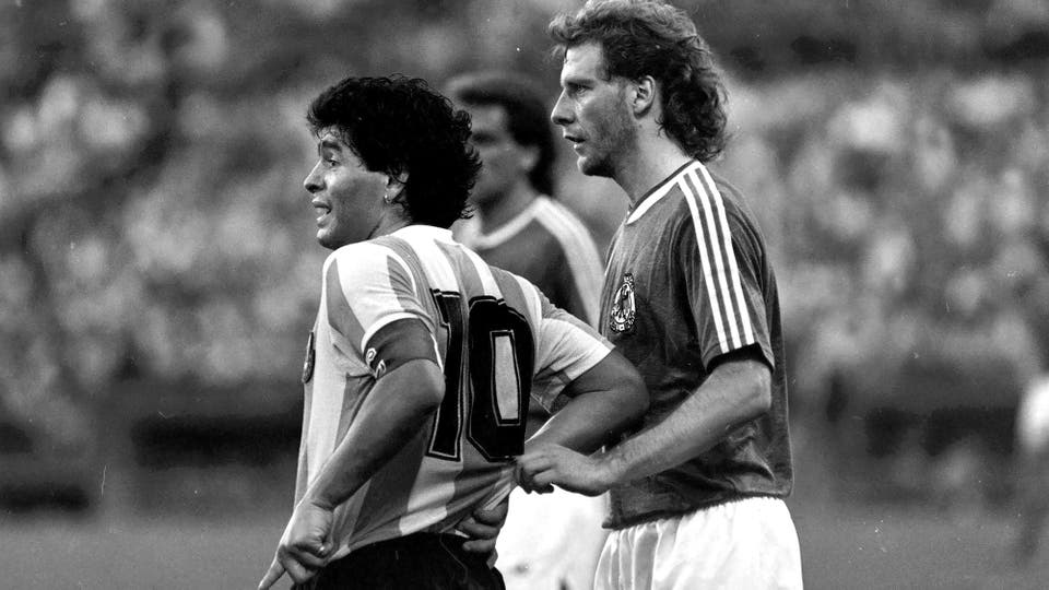 16-12-1987: amistoso en la cancha de Vélez ante Alemania, un año después de la final de México; fue triunfo 1 a 0 con gol de Burruchaga. Foto: LA NACION