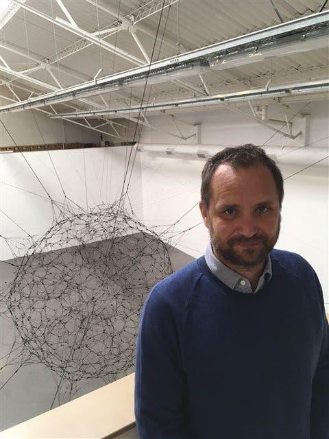 Saraceno y su obra en la galería Ruth Benzacar