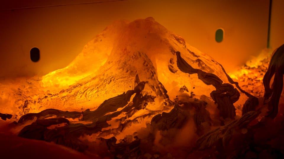 Paula Senderowicz (Argentina), La lógica de los magmas, hielo coloreado dentro de freezer