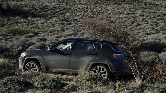 Jeep también lanzó en el país el nuevo Compass, el SUV mediano que trae cambios estéticos y de equipamiento y motorización, además de novedades de tono industrial: por primera vez el llega importado desde Brasil.