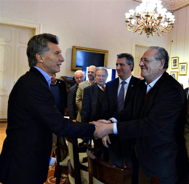 Macri saluda a José Fantini (gremio de la carne)