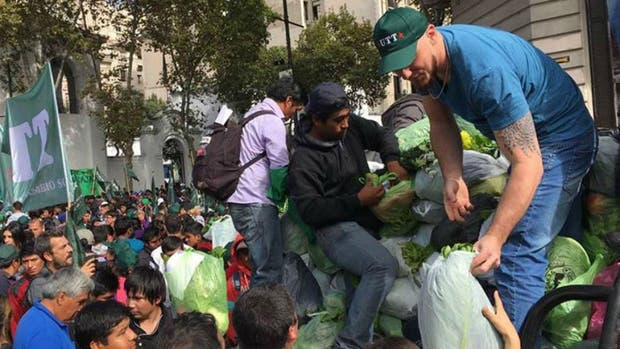 Regalarán 20.000 kilos de verdura a los jubilados frente al Congreso
