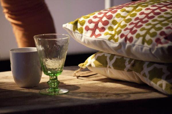 Almohadones, copas, tazas, todo podés encontrarlo en Falabella. Foto: Matías Aimar