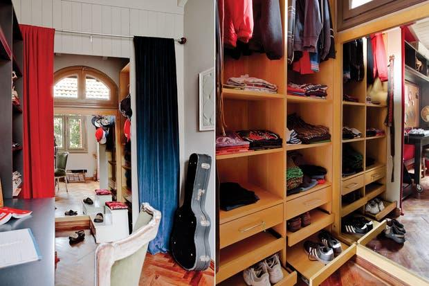 Al final del pasillo, traspasando la zona de estudio, el vestidor prioriza la practicidad en pocos metros. Enchapado en guatambú combina zonas abiertas y cerradas con estantes a la vista que aportan ligereza, barras para colgar, cajones de guardado y bandejas para organizar zapatos.  /Daniel Karp