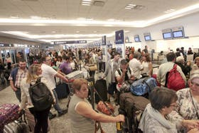 Los pasajeros intentaban averiguar el estado de su vuelo
