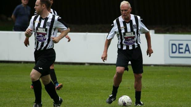 Paul Gascoigne y la pelota al pie, como en sus tiempos de volante