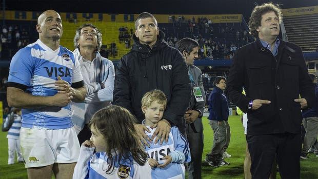Felipe, con la camiseta de los Pumas, Manuel y Bebe, tres de los hermanos en el que fue el último partido del primero