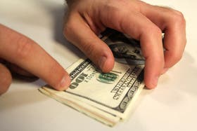 El dólar blue sigue retrocediendo