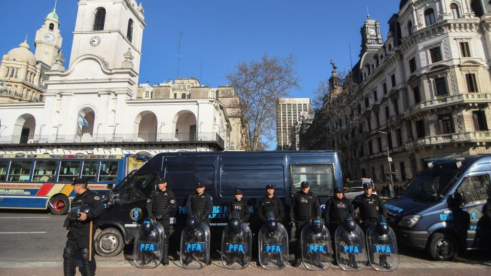 Fuerte operativo de seguridad en la Ciudad de Buenos Aires. Foto: Télam / Carlos Brigo