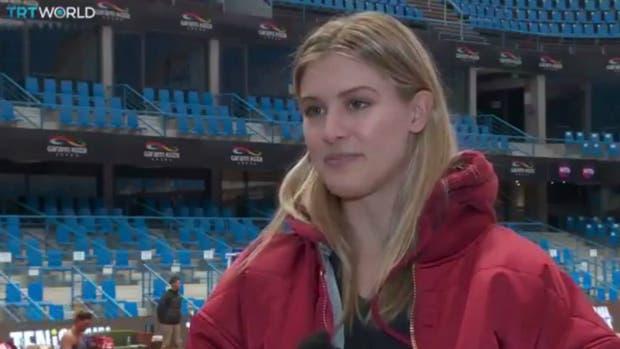 Bouchard, con todo contra Sharapova