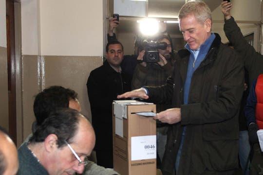 Francisco de Narváez voto a la mañana temprano. Foto: DyN