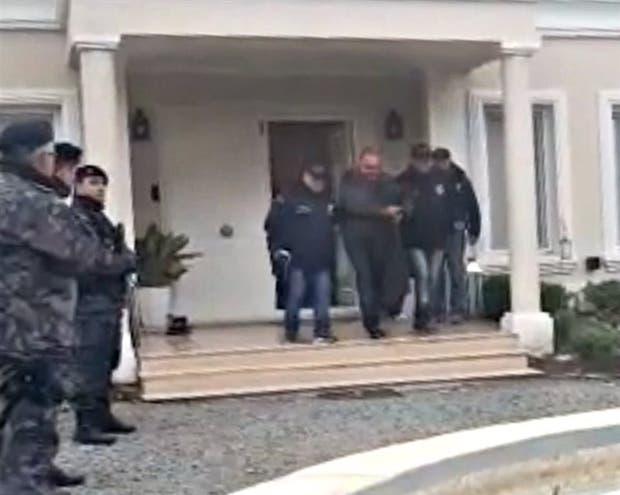 El momento en que Castillo salía detenido, el 21 de junio pasado, de su casa de Luján