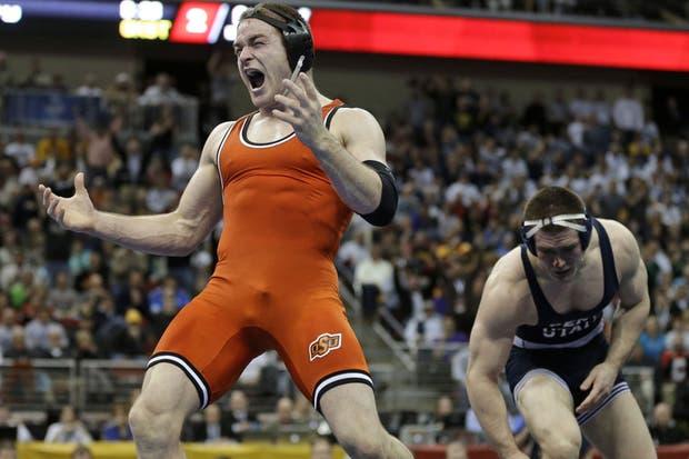 Si no tenés grandes dotes, la lucha es un deporte que te puede dejar mal parado.  Foto:AP