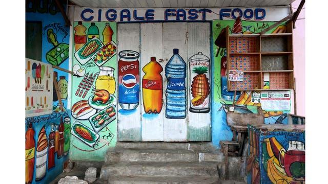 Una tienda de comida rápida en el distrito de Wabari