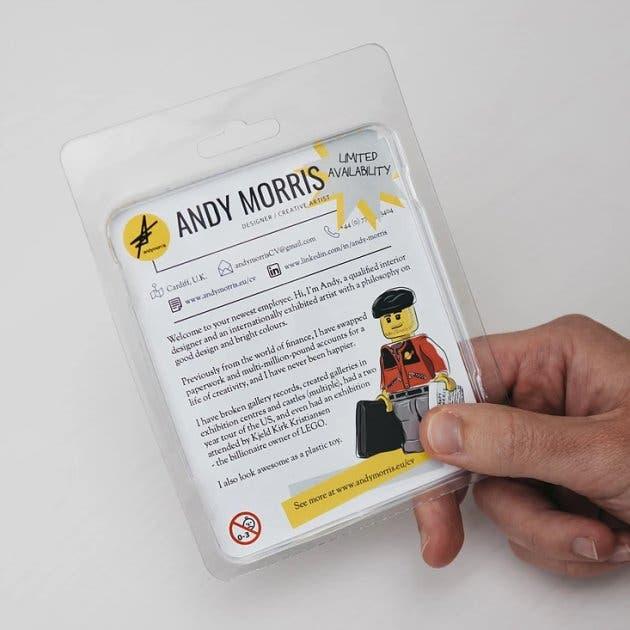 Andy Morris creó un CV con una pieza de Lego