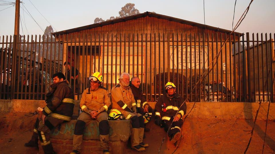 Incendio en Chile: un desaparecido, 19 heridos y más de cien casas destruidas por el fuego en Valparaíso. Foto: Reuters