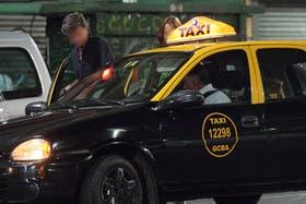 Desde esta noche, viajar en taxi será más caro