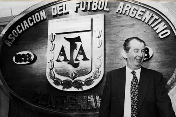Grondona asumió como presidente de AFA en 1979