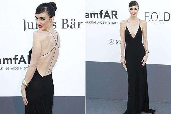 La actriz española Paz Vega, con un modelo bien al cuerpo, con tiras muy finitas.