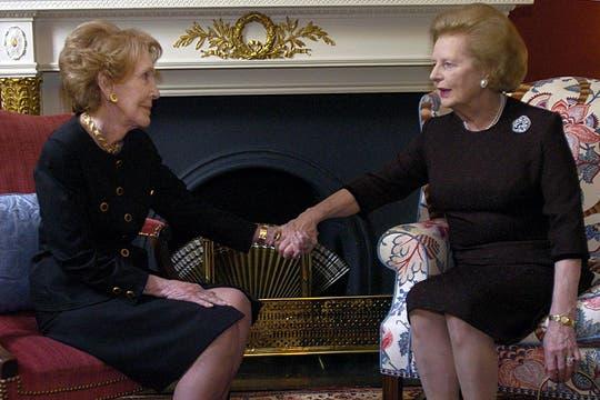 En junio de 2004, se reunió con Nancy Reagan. Foto: Archivo