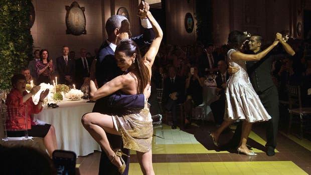 El presidente estadounidense, Barack Obama, bailó tango con la bailarina Mora Godoy en el CCK