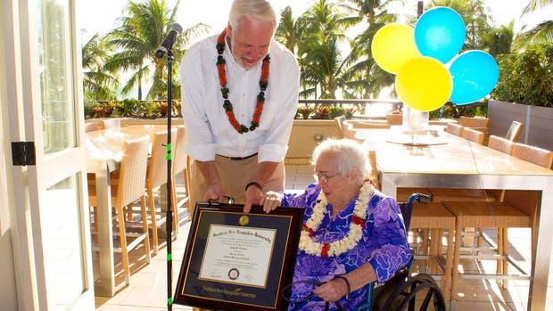 Amy Cratón, a sus 94 años, logró obtener el título de Bachiller en Artes en Escritura Creativa e Ingléses