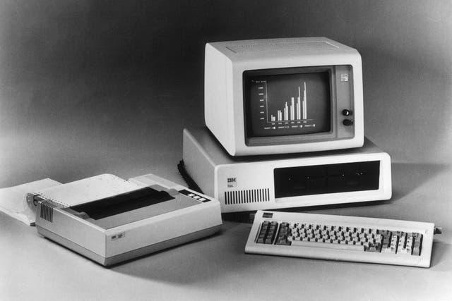 En una imagen de archivo, la computadora que IBM presentó en 1981 en el mercado hace 30 años