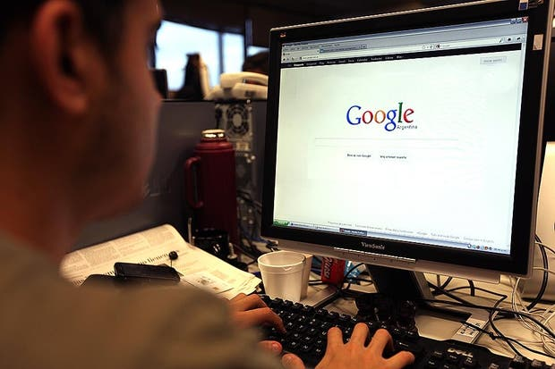 Google ha dejado en peligro de extinción esas conversaciones de antaño en las que uno apostaba entre amigos a que tenía razón. Todo puede resolverse en un par de segundos con una sencilla búsqueda