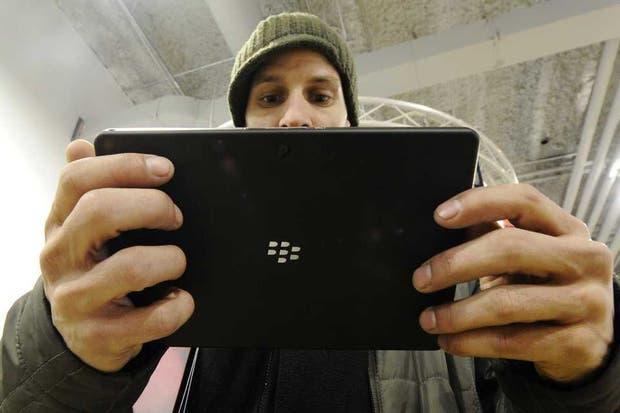 Una vista de la tableta PlayBook de BlackBerry. La compañía canadiense conocida en su momento como RIM debe enfrentar los turbulentos cambios generados por los usuarios del mundo tecnológico