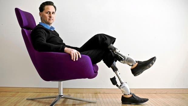 Hugh Herr tuvo un accidente cuando escalaba de joven y por eso perdió las extremidades. Foto: Archivo