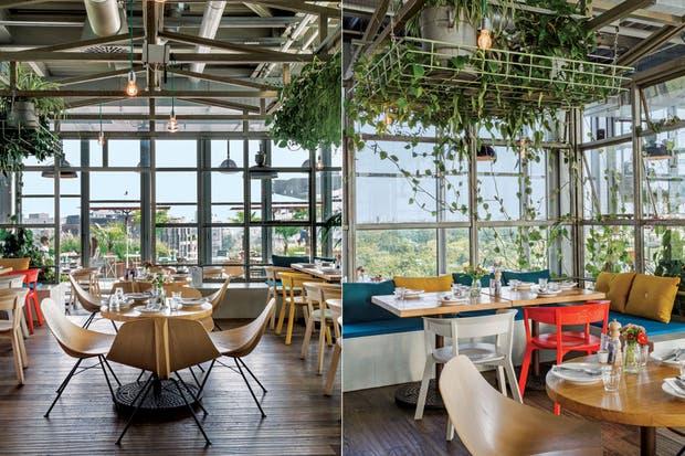 """Lo más lindo, su concepto de """"balagan"""": caos simpático que surge de compartir la mesa y los alimentos con nuestros afectos.  Foto:Living /Daniel Karp"""
