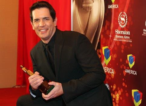 Diego Ramos, feliz por su premio como actor de reparto en Comedia. Foto: LA NACION / Marcelo Omar Gómez