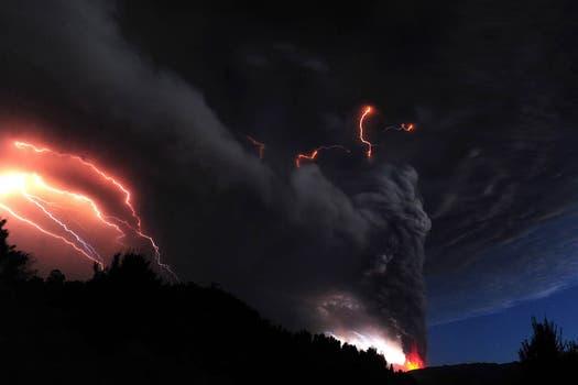 Imágenes más que elocuentes de la furia que está manifestando en volcán Puyehue en Chile. Foto: AFP