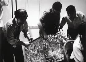 Gerardo Gandini, César Bolaños, Alejandro Núñez Allauca y Pedro Caryevschi durante la ejecución de la obra Objetos (1969)