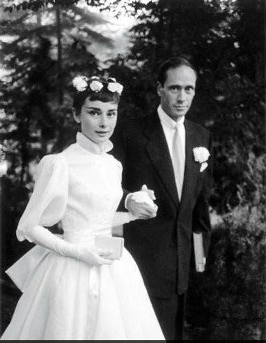El vestido que lució Audrey Hepburn al casarse con el actor Mel Ferrer en 1954 fue considerado uno de los mejores de la historia.