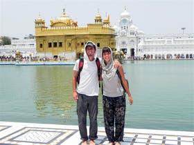 Juan y Daniela llevan recorriendo más de 30 países; ahora unirán Filipinas con Estambul
