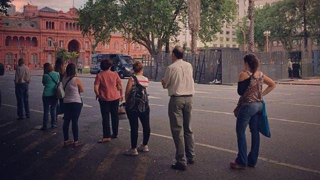 El arte de hacer fila en Argentina.