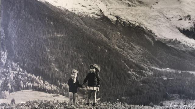 Francisco y su hermana en los Alpes suizos