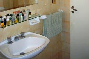 Caso 363: ¿cómo renovarías este baño sin gastar mucho?