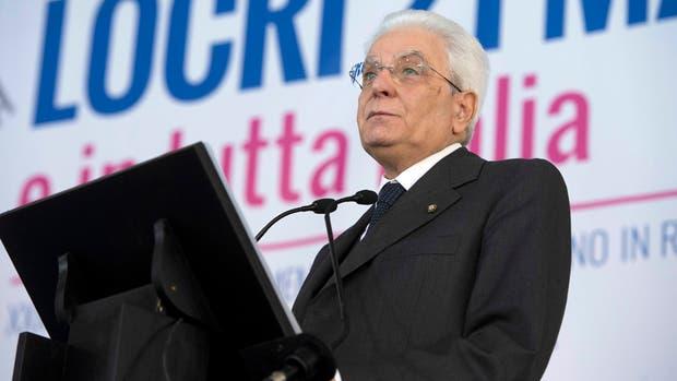 El presidente de Italia Sergio Mattarella es el primer jefe de Estado de origen siciliano; su vida estuvo marcada por la mafia desde que la Cosa Nostra mató a su hermano, en 1980. Ayer pronunció un discurso fuerte en un acto