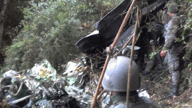 Un avión militar colombiano se estrelló y causó la muerte de ocho personas