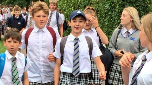 Estos niños fueron en falda a la escuela para protestar