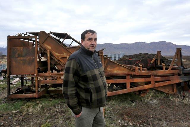 El productor de frutillas Luis Loncon sufrió el incendio de un galpón y de maquinaria