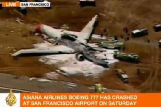 El aparato, en el que viajaban unas 290 personas perdió su cola al momento del aterrizaje forzoso y se incendió. Foto: Twitter / nohemy_sandino