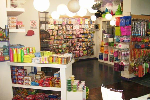 Hay mas de 300 diseños para tortas y mas de 9000 artículos de cumpleaños. Foto: Foto: Gentileza la Violeta Cotillón