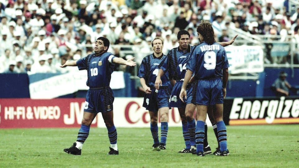21-6-1994: otro momento del encuentro con Grecia. Foto: LA NACION / Francisco Pizarro