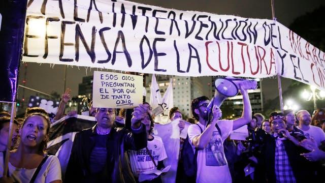 La inauguración del BAFICI en el cine Gaumont con una numerosa manifestación en repudio a los cambios en el INCAA
