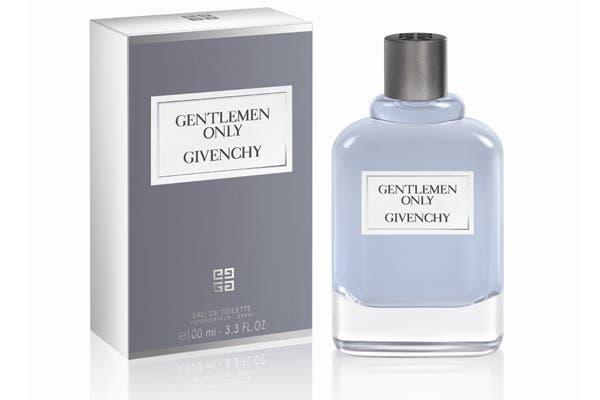 Gentlemen Only de Givenchy 100 ml ($610), para los caballeros. Una mezcla con mandarina verde, pimienta rosa, nuez moscada, hojas de abedul e incienso.. Foto: Zelmira K Comunicación