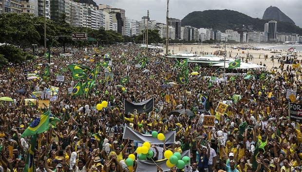 Río de Janeiro: cerca de 700.000 personas se concentraron en Copacabana